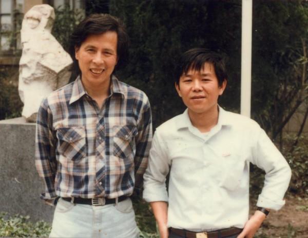 1985年在浙江美術學院(現為中國美院) 王新明與胡振宇老師合影