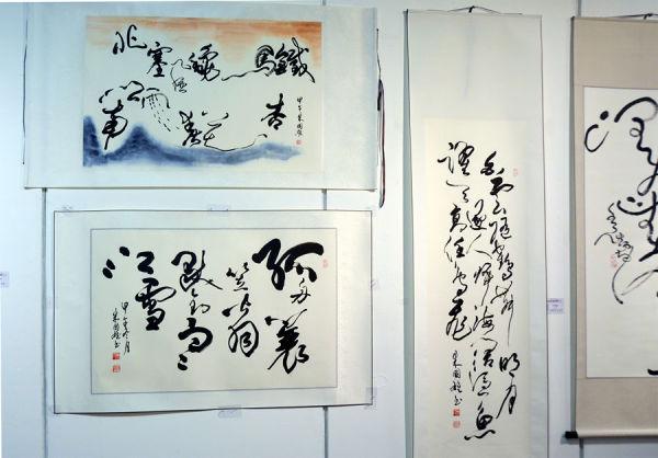 朱國雄社員作品,狂草勁健灑脫,有驚蛇入草之美感,構圖創新,行間擺動,顧盼生姿,表現自然流美,高手是也。