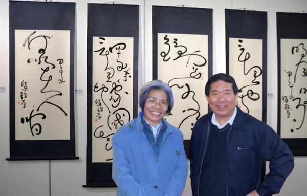 梁錦萍社員作品線條流暢自然,如鳳凰起舞、蛟龍騰飛之美。