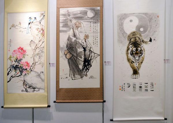 (圖左)賴德賢社員創作之國畫《富貴壽考》、(圖中)郭志強先生作品《禪》、(圖右)葉金城先生作品《陰陽配》。
