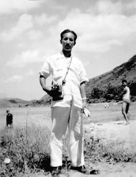 陳海鷹先生1952年領我們出外寫生時的獨照。