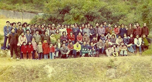 1975年美專師生旅行新界寫生合照